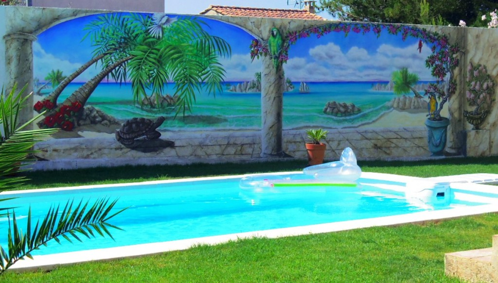 peinture murale de plage au bord d 39 une piscine. Black Bedroom Furniture Sets. Home Design Ideas